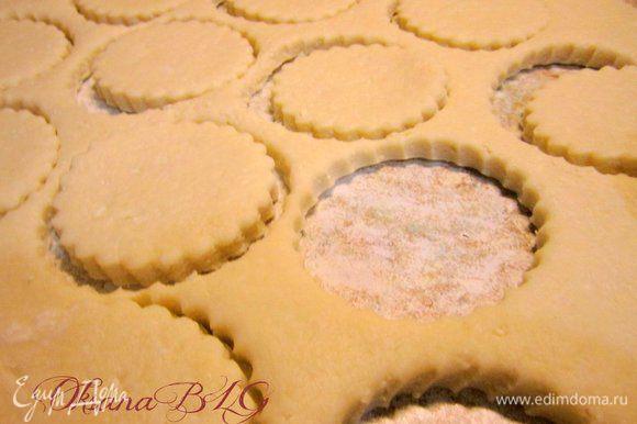 Вырезать печенье.