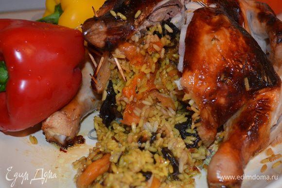 """Готовой курице дать постоять еще минут 5-10, что бы все соки впитались в рис и в мясо...когда вы ее разрежите, начинка вся вырвется на """"волю""""...она очень вкусная!!!"""