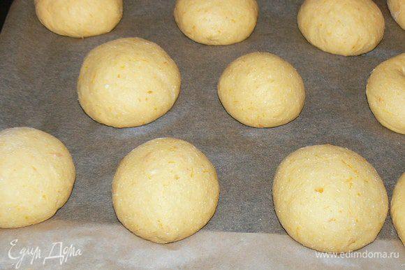 сформировать булочки,дать расстояться мин 20-30,смазать яйцом+молоко,посыпать кунжутными семечками, отправить запекаться