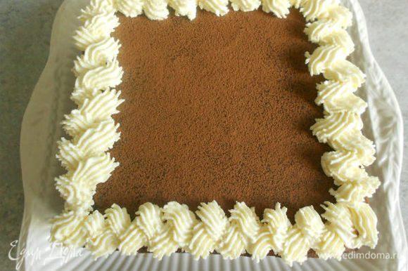 """Растопить на водяной бане шоколад, немного остудить и смешать с оставшимся кремом. Нанесите и эту массу на торт. Она более плотная и как бы """"запечатывает"""" его снаружи. Уберите в холодильник часа на 2. Перед подачей посыпьте порошком какао через ситечко. Взбейте сливки до мягких пиков и украсьте торт из кондитерского мешка. Шоколадные листочки я сделала заранее."""