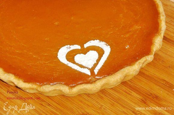 Пирог можно посыпать сахарной пудрой.