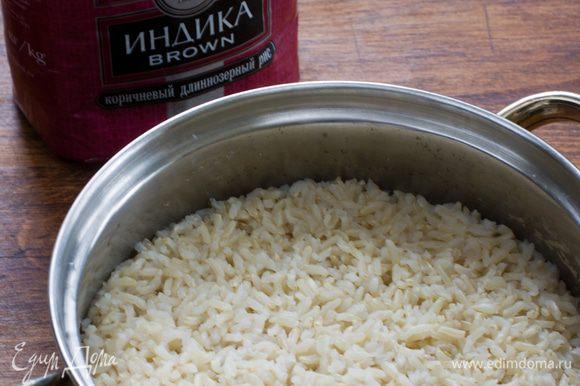 Прежде всего, нужно сварить рис. Я брала вот такой коричневый.