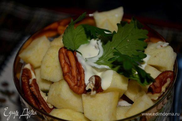 Салат слегка полить майонезом со сливками. Подаем к столу. Приятного аппетита!!!