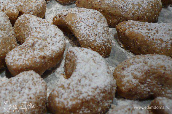 Наше печенье готово! Приступаем к кокосовому безе.
