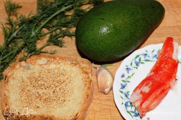 Хлеб подсушить в духовке до образования румяной корочки.