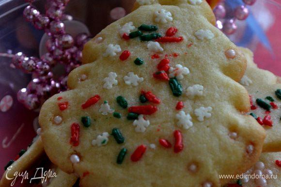 Разогреем духовку на 160 гр. Поставим противни с печеньками на 8-10 мин. Дать остыть им на решетке и украсить айсингом, если это ваш вариант. Приятного аппетита!!!