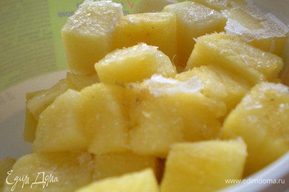 и ананас положить в морозильную камеру