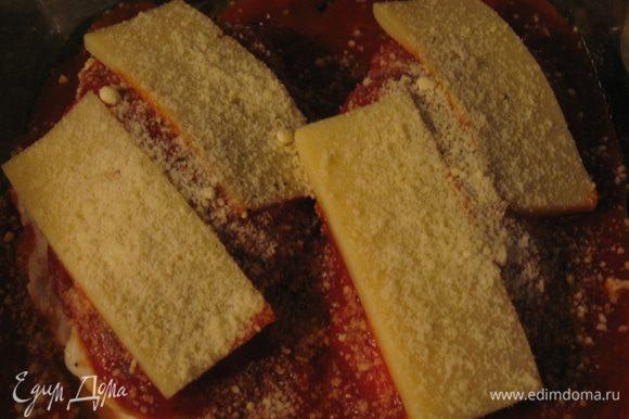 Сверху посыпать сыром пармезан.