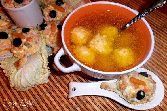 """Я подавала к супчику съедобные ложки из хлеба с салатом """"оливье""""(http://www.edimdoma.ru/retsepty/49977-hlebnye-lozhki-oni-zhe-tartaletki-s-salatom)"""
