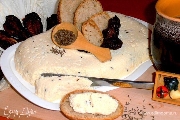 Кусочек хлебушка с таким сыром - отличный завтрак к утреннему кофе!