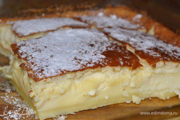 Готовые пирожные остудить и посыпать сахарной пудрой.