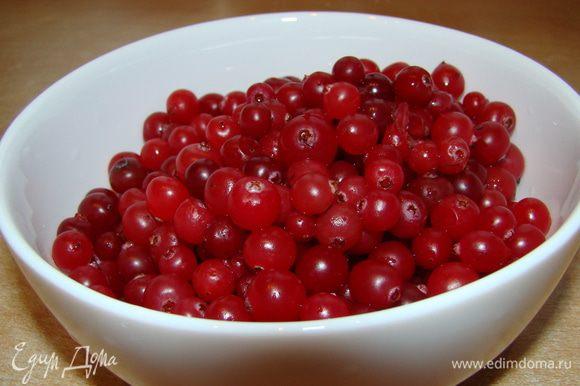 Замороженные ягоды перебрать, промыть, высушить