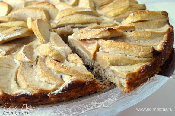 выпекаем пирог 10 минут при 200 гр, затем убавляем температуру до 180 гр и выпекаем еще 30 минут.