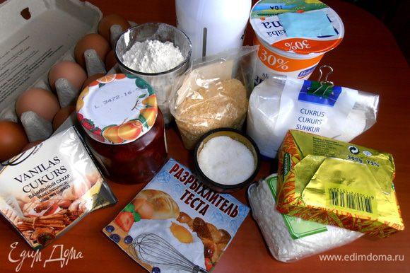 """Продукты... В основе крема использовалась """"Филадельфия"""", которую я заменила на творог... Свежей клубники у меня не было (её нужно тогда вмешивать с сахаром!), но зато отлично вписалось варенье из местной клубники!"""