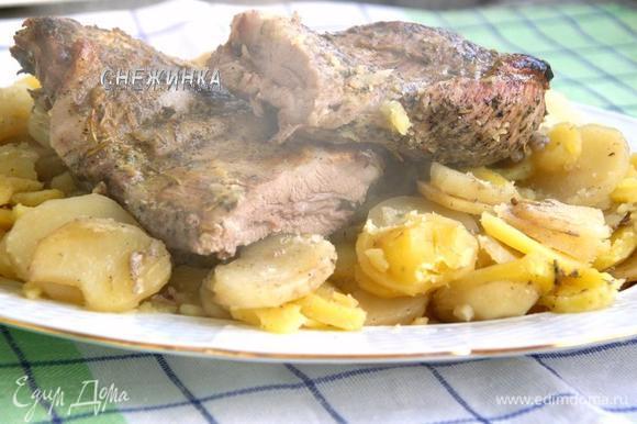 Готовое блюдо перекладываем на тарелку и подаём! Приятного аппетита!