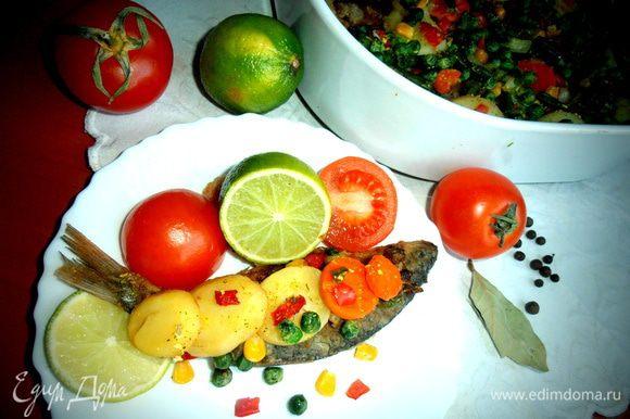 Каждый выбирает понравившуюся рыбку и расправляется с ней в компании с запечёнными и свежими овощами)))