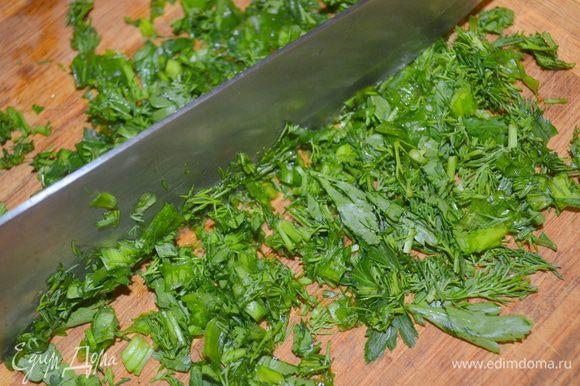 зелень нарубить мелко