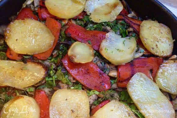 У меня оставалось еще немного обжаренного картофеля и я выложила его еще одним слоем