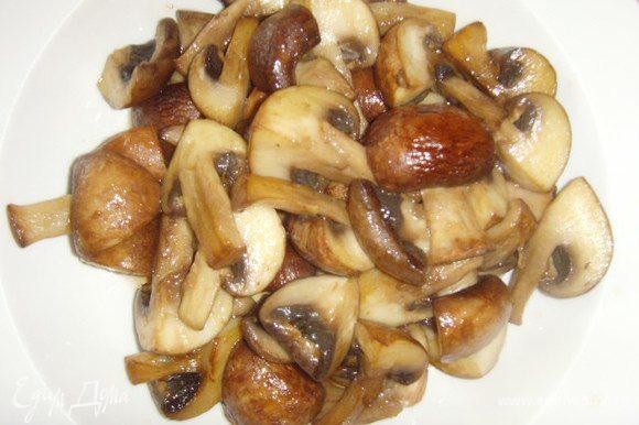 в жароустойчивой посуде закарамелизировать грибы в оливковом масле. Когда грибы запахнут орехами, они готовы. Отложить их в стортну.