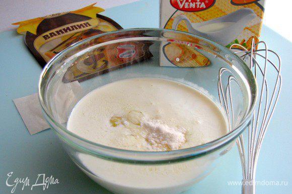 Приготовить крем. Взбить яйцо, желток, сливки и ванильную эссенцию (у меня пакетик ванилина). Я еще добавила 2 ст. л. муки, т.к. крем показался жидковат.