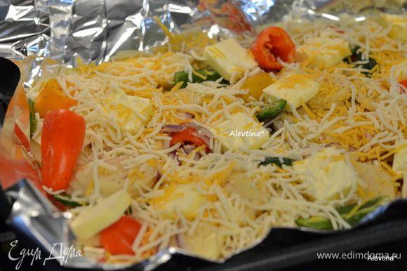 Приготовим противень,застелить фольгой . Уложить овощи, масло кусочками 100 гр выложить поверх картофеля, затем щедро сыр протертый. Закроем фольгой плотно.И поставим в духовку на 180 гр. на 1 час или на гриль также 1 час.