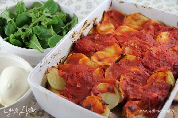 Подаем горячим или теплым с хрустящим хлебом, зеленым салатом (у нас была еще моцарелла). Приятного аппетита))