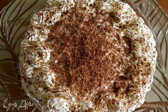 Сверху присыпать тертым шоколадом. Готовый торт перед подачей поставить минимум на 4 часа в холодильник.