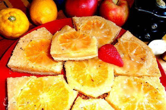 Любители песочного теста оценят рассыпчатость пирожных в дуэте с мягким,не приторным верхом,благодаря дружным лимонам и апельсинам)))