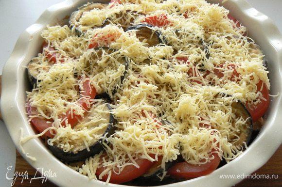 Посыпать тертым сыром. Отправить в духовку до зарумянивания.