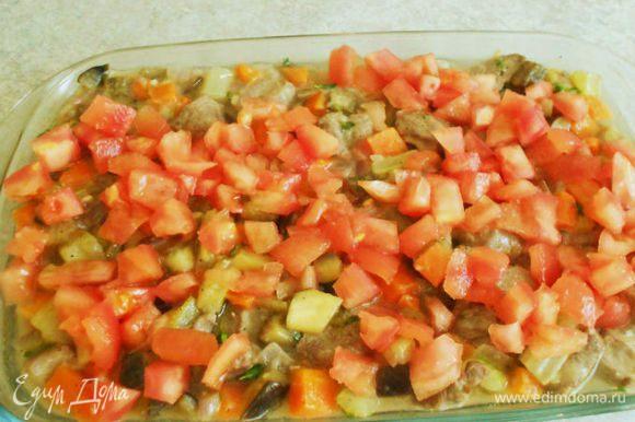 Переложить мясо в огнеупорное блюдо, добавить тушёные овощи и помидоры и томить в духовке при низкой t (150*С) около 2 часов. При необходимости добавить ещё вина.Когда мясо будет готово, добавить в него зёрна граната.