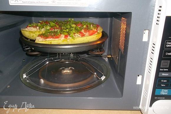 """Запекать можно в духовке или в микроволновке. Я пекла в микроволновке на гриле (меню """"Овощи"""") 25 минут..."""