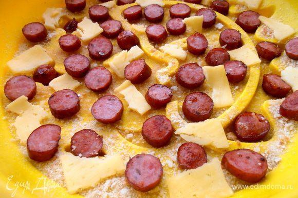 Можно на дно порвать несколько кусочков сыра...