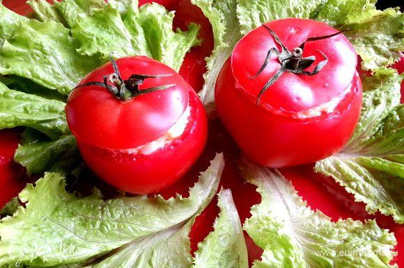 Подаём на салатных листьях)))