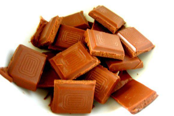 Для верха плавим на водяной бане любой шоколад.
