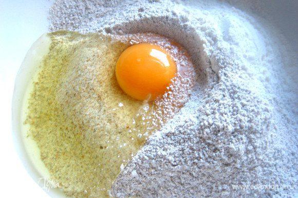 Вбиваем яйцо+соль.