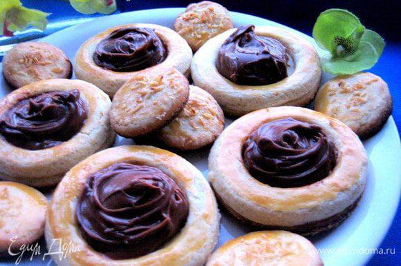 Заполняем остывшее печенье кремом с помощью двух ложек и подаём на завтрак!!!