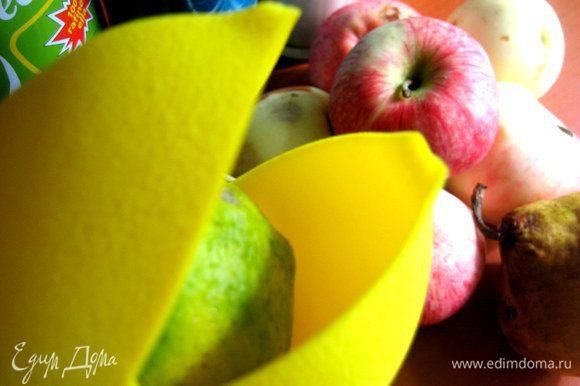 Кладём половинку лайма (лимона) в лимонницу...