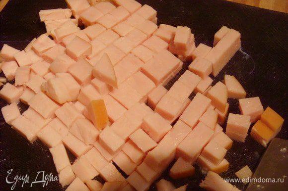 Ветчину нарезать кубиком,