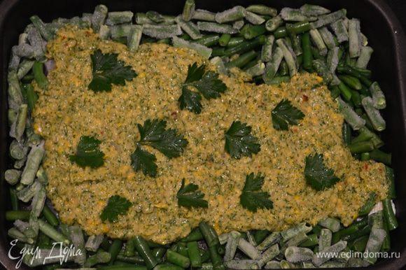 Рыбное филе смазать кукурузным соусом и запекать при температуре ~180-190°С ~20-25 минут.