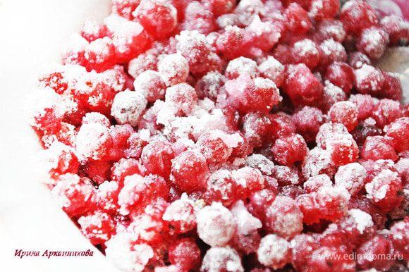 Ингридиенты для теста перемешать и слепить шар. Завернуть в пленку и в хол-к не менее, чем на час. Можно приготовить за 1-2 дня. Начинка: смородину смешать с сахаром и крахмалом.