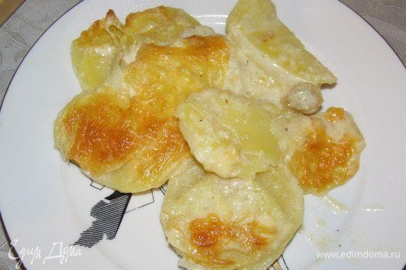 Снять крышку, натереть сыр и поставить в духовку на 180 *С до золотистой корочки.