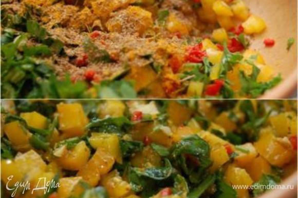 В тарелке соединить перцы, чеснок, зелень, все специи, уксус, сок лимона и 50 г оливкового масла. Приправить солью. Перемешать.