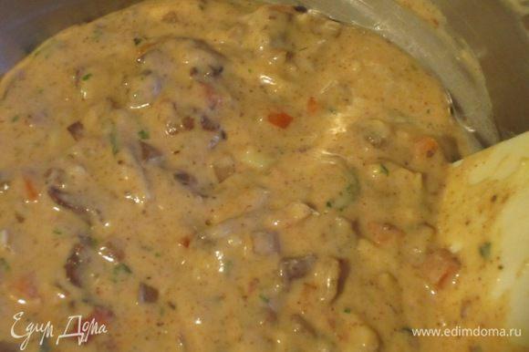 Добавить петрушку, остывшую куриную печень с луком и морковью и ещё раз перемешать.