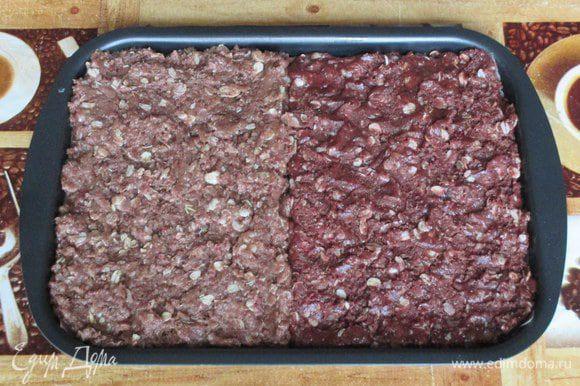 На один противень с пекарской бумагой или на два разных переложите оба теста слоем около 1-1,5 см и выпекайте в разогретой духовке при 180 градусах около 15-20 минут (помягче или посуше - по вкусу).