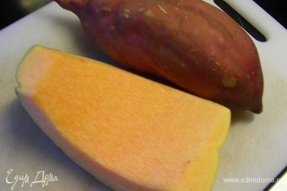 Разогреваем духовку до 220 гр. Я готовила половину порции с тыквой (для себя) и половину со сладким картофелем (для мужа). Вот такие овощи у меня были.