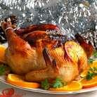 Для подачи нарезаем кружочками второй апельсин, раскладываем по краю блюда, в центр кладём готовую курицу. Можно украсить зеленью. Приятного аппетита!