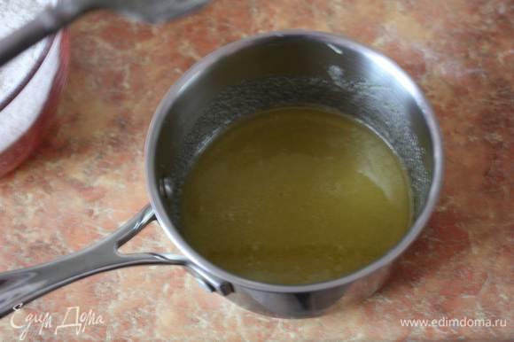 Нагреть духовку до 190 градусов. Мёд,сахар и инвертный сироп (или патоку) слегка подогреть и размешать. Добавить яйцо и все хорошо перемешать.
