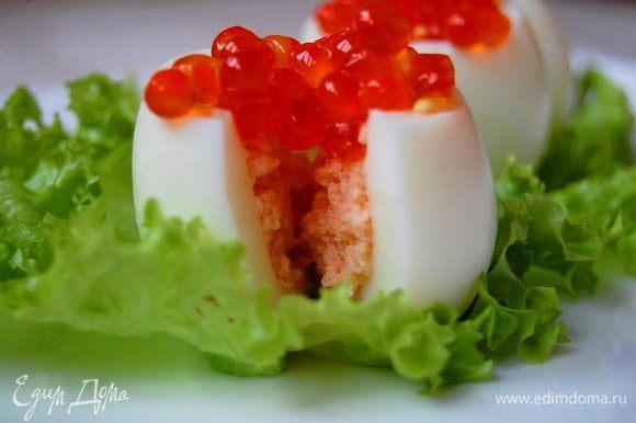 Нафаршировать яйца суфле, украсить икрой. Приятного аппетита!