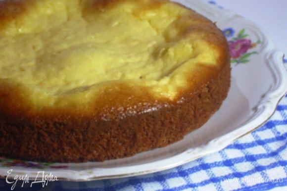 Выпекать при температуре 180 градусов около 30 минут. Выключить духовку и оставить в ней пирожок на некоторое время.