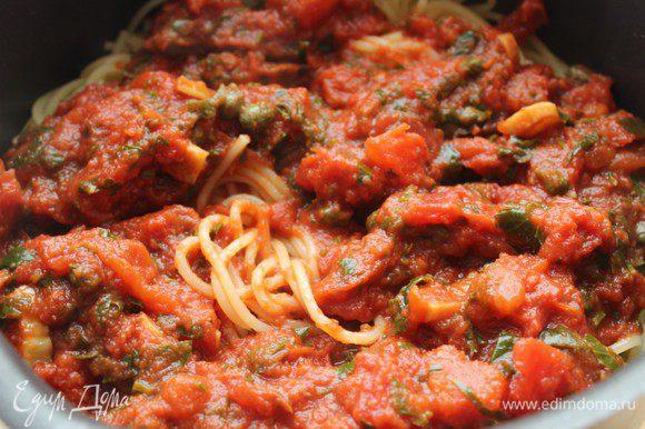 Соединить спагетти с соусом и хорошо прогреть. Приятного аппетита!!!